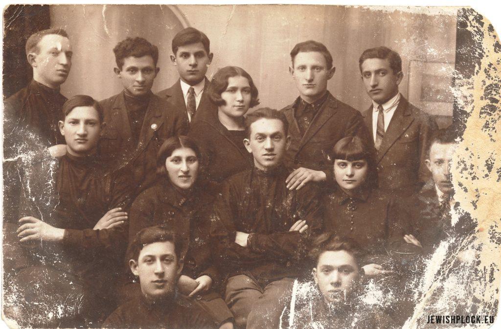 Członkowie płockiego oddziału Hechaluc Pionier, 1931 rok (fotografia pochodzi ze zbiorów Żydowskiego Instytutu Historycznego im. E. Ringelbluma w Warszawie), JewishPlock.eu