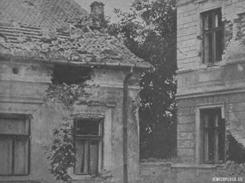 """Domy uszkodzone przez pociski (źródło: """"Tygodnik Ilustrowany"""" nr 39 z 1920 roku)"""
