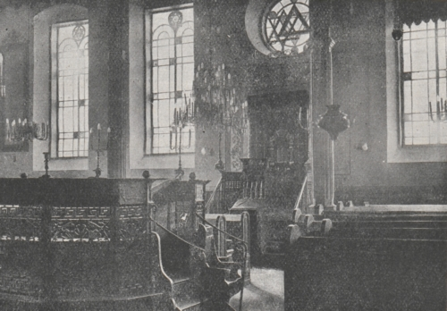 The interior of the synagogue (source: A.J. Nowowiejski, Płock. Monografia historyczna [Płock. Historical monograph], Płock 1931, p. 680)