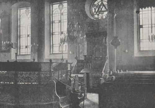 Wnętrze synagogi (źródło: A.J. Nowowiejski, Płock. Monografia historyczna, Płock 1931, s. 680)