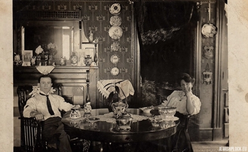 Dora and Mejer Lis in their home in Boston, ca. 1910.