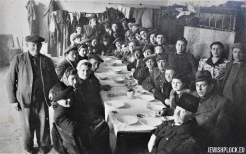 Pierwsze powojenne święto Pesach ocalałych z Holokaustu płocczan żydowskiego pochodzenia, 15.04.1946 rok