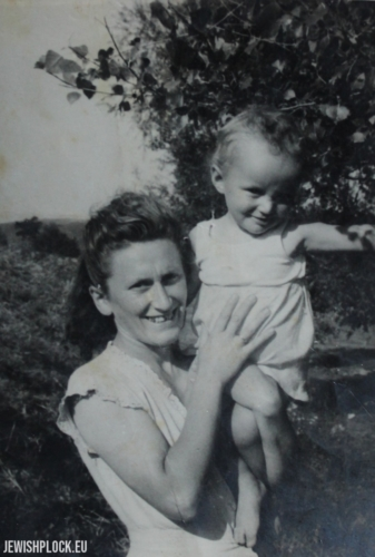 A friend of the Fuks family - Estera Fabian with her son Pawełek, Płock, 1948
