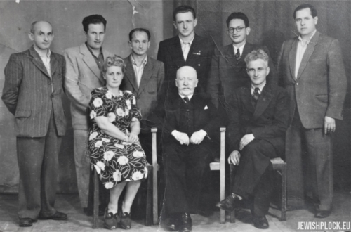 The District Jewish Committee in Płock, standing from the left: Izrael Nachmanowicz, Jakub Fuks, Szyja Papierczyk, Jerzy Margulin, Abram Papierczyk and Sander Markowicz; sitting (from the left): Janina Kenigsberg, Alfred Blay and Szyja Buch