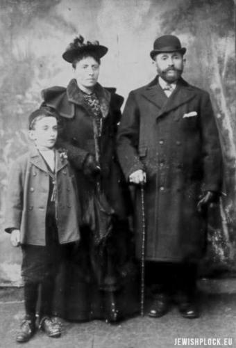 Symcha z domu Berliner z mężem Abrahamem Fassem i synem Izraelem Klejnem, Liverpool, lata 90. XIX wieku