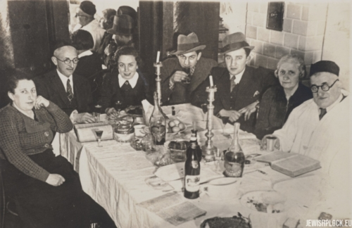 Tauba Bomzon, Lejb Bomzon, Chana Bomzon, Icek Jakub (Kuba) Bomzon, Izrael Abram (Julius) Bomzon, Fajga Goldman, Chaim's 3rd wife, Chaim Josek Zelezniak (photo probably taken at Passover, 1939/1940)