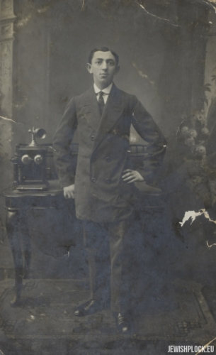 Lejb Bomzon (photo probably taken at the time of his wedding)