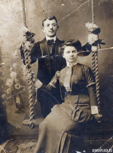 Lajzer Brygart & Dwojra Ides nee Bomzon (probably an engagement photo)