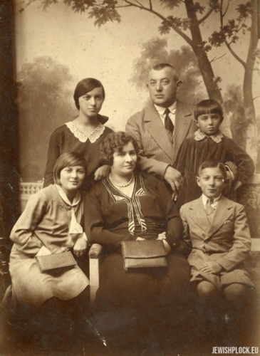 The Brygart family: Rushka (Ruchla), Lajzer, Chanka (top row); Irka (Iska), Dwojra, Samek (bottom row)