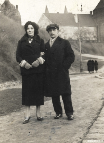 Liba Celner with her fiancé on the Tum Hill, Płock, 1930s