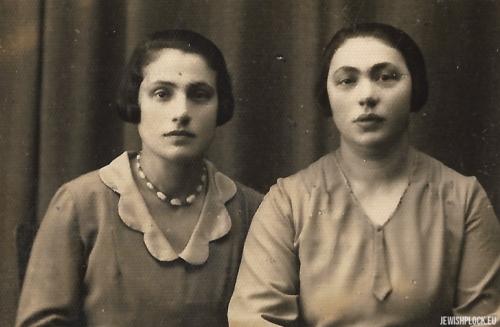 Chana Krasiewicz z siostrą