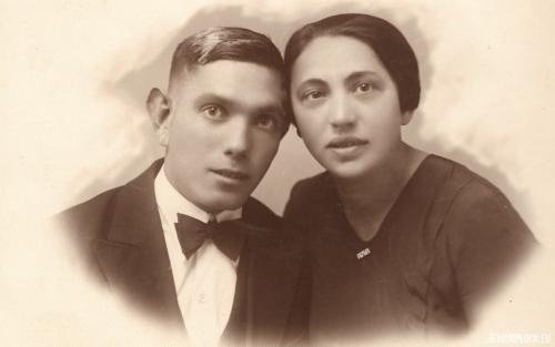 Jedna z sióstr Krasiewicz z narzeczonym