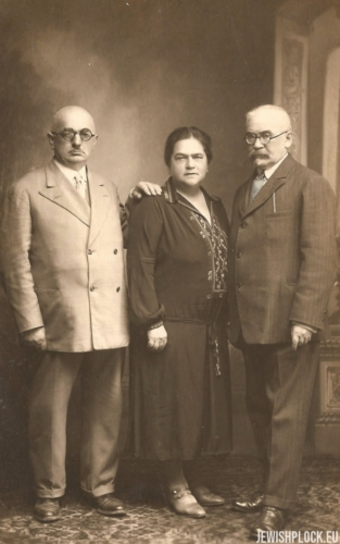 Izydor Wajcman with his brother Zelik and his wife Fruma, Marienbad 1928
