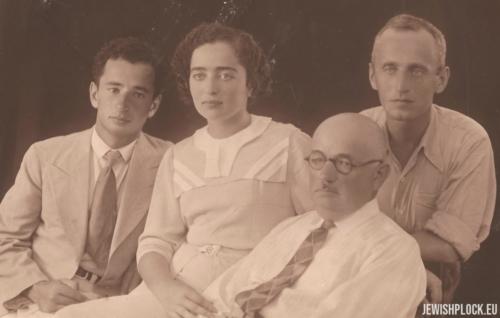 Izydor Wajcman z dziećmi: Markiem, Esterą i Samuelem, Tel Awiw 1934