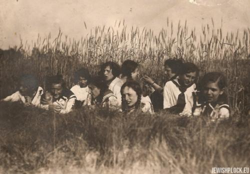 Grupa dziewcząt z Hashomer Hatzair, lata 20. XX wieku