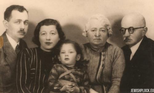 Ostatnie zdjęcie wykonane w kwietniu 1940 roku: Józef Wajcman z żoną Lusią i córeczką Joasią oraz Ewa z Żurkowskich z Izydorem Wajcmanem