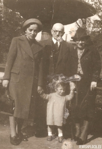 The Wajcman family: Estera, Izydor, Lusia and Joasia, Warsaw 1938