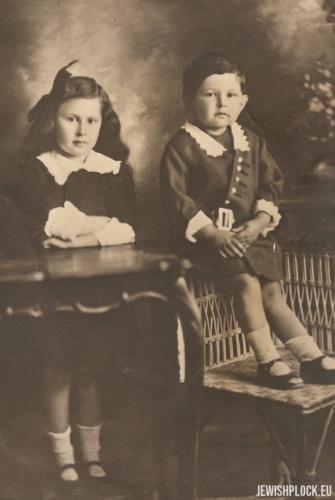 Dzieci Frumy Wajcman: Ezer i Ruth, około 1914 roku