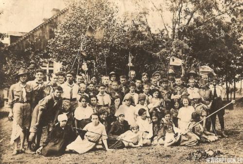 Obóz letni Hashomer Hatzair (na fotografii m.in. Estera Wajcman i jej przyjaciółka Anka Szpidbaum), l. 20. XX wieku