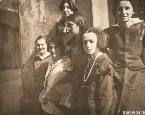 Estera Wajcman and her friends, 1920s