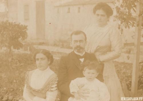 Zelik Wajcman z żoną Frumą i córką Ruth, 1910 rok