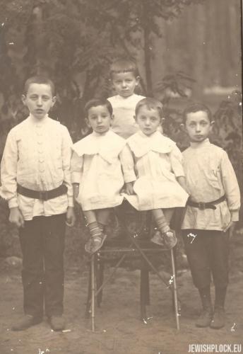 Samuel, Marek, Estera i Józef Wajcman, około 1909 roku