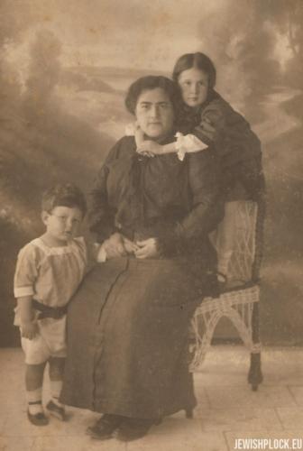 Fruma Wajcman z dziećmi: Ezerem i Ruth, 1913 rok