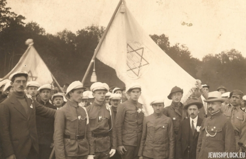 Zionist youth organization (Zelik Wajcman in the front on the right)