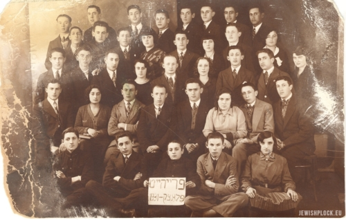 "Members of ""Frajhajt"" organization, 1931 (photograph from the collection of the Emanuel Ringelblum Jewish Historical Institute in Warsaw)"