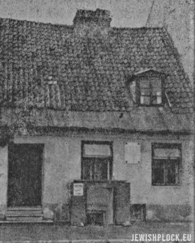 Nieistniejący dom rodzinny Józefa Kwiatka przy ulicy Szerokiej 45 w Płocku (źródło: Plock. Paginas de historia de la vida judia de allende el mar, editado po la Sociedad de residentes de Plock en la Argentina, Buenos Aires 1945)