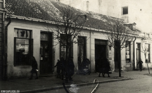 Front building at 4 Kolegialna Street during World War II (source: Nowak G., Kolegialna 4 [exhibition catalogue], Płock, 2017)