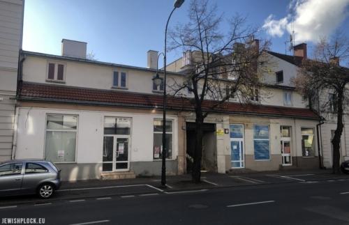 Istniejący jeszcze do niedawna budynek frontowy nieruchomości przy Kolegialnej 4 (fot. Piotr Dąbrowski)