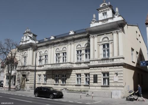 Pałacyk rodziny Flatau wzniesiony przez Ludwika i Annę w latach 1885-1886. Obecnie siedziba Urzędu Stanu Cywilnego w Płocku