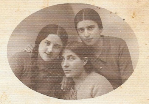 From left to right: Rosa Okolica, Ryfka Koryto, Syma Bieżuńska.
