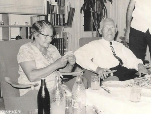 Ryfka (daughter of Mortka Koryto) with her uncle Moszek Koryto in Israel in the 1960s