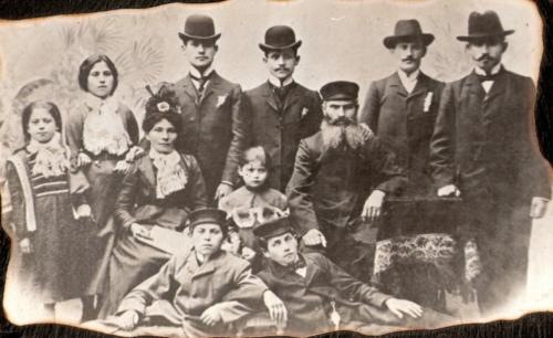 Izrael Koryto z żoną Gitlą Taubą i dziećmi