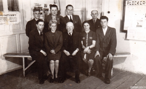 Jewish Committee in Płock. Standing (from the left): Szyja Buch, Jerzy Margulin, Moniek Eisenberg, Izrael Nachmanowicz, sitting (from the left): Dawid Lichtensztajn, Janina Kenigsberg, Alfred Blay, Ewa Guterman, before 1950