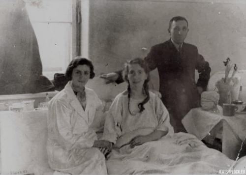 Ewa Guterman with her sister Czarna and her husband Josek Jesion in a hospital in Warsaw after 1927