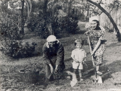 Kuba Guterman, Lodka Chuczer and Małka Grosman, 1930s