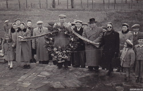 Ceremony at the Jewish cemetery in Płock at Mickiewicza Street, after 1949 (photo from Jakub Guterman's private collection)