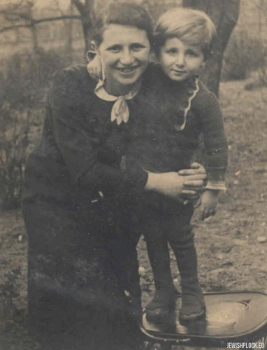 Kuba Guterman with his cousin Lodka Chuczer, 1930s