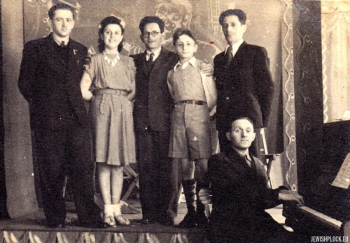 Amateur theater group: from the left: Jerzy Margulin, Ida Papierczyk, Abram Papierczyk, Kuba Guterman, 1940s