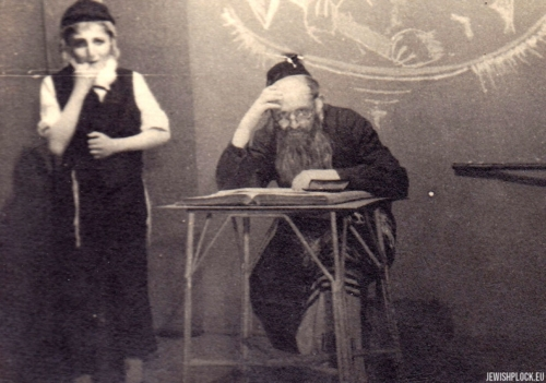 Amateur theater group in post-war Płock: Kuba Guterman and Jerzy Margulin, 1940s