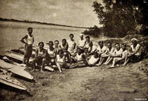 "Canoeing trip by Makabi on the Vistula in Płock (source: Yizkor Book, Plotzk - A History of an Ancient Jewish Community in Poland, published by Eliyahu Eisenberg, ""Hamenora"" Publishing House, Tel Aviv 1967)"