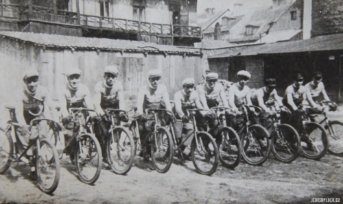 Makabi cycling section, Płock, 1930s (from the private collection of Sandra Brygart Rodriguez)