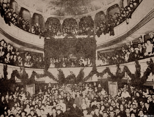 "The audience of the Płock Town Theater during the Makabi sports shows, Płock, 1915 (source: Yizkor Book, Plotzk - A History of an Ancient Jewish Community in Poland, published by Eliyahu Eisenberg, ""Hamenora"" Publishing House, Tel Aviv 1967)"