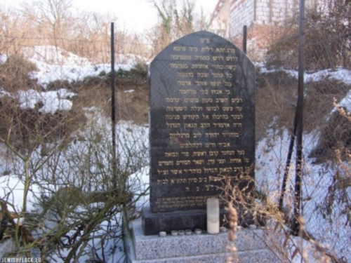 The matzevah of rabbi Jehuda Lejb Margolies from the Jewish cemetery in Słubice. Photo by Aleksander Schwarz. The photo comes from the website cmentarze-zydowskie.pl and was made available to us courtesy of the author.