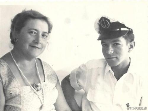 Kazimiera Marienstras z domu Butkiewicz z synem Grzegorzem Januszem (Zvi) – uczniem Israeli Nautical Collage