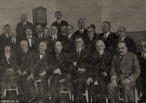 Members of the Jewish Council and Commune in Płock during the re-opening of the Jewish hospital, 1926 (photo: Samuel Józef Ostrower)