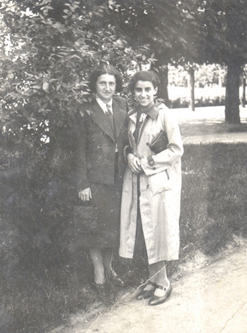 Anna Nelkin with her friend Chaja Rechtman, 4 June 1938
